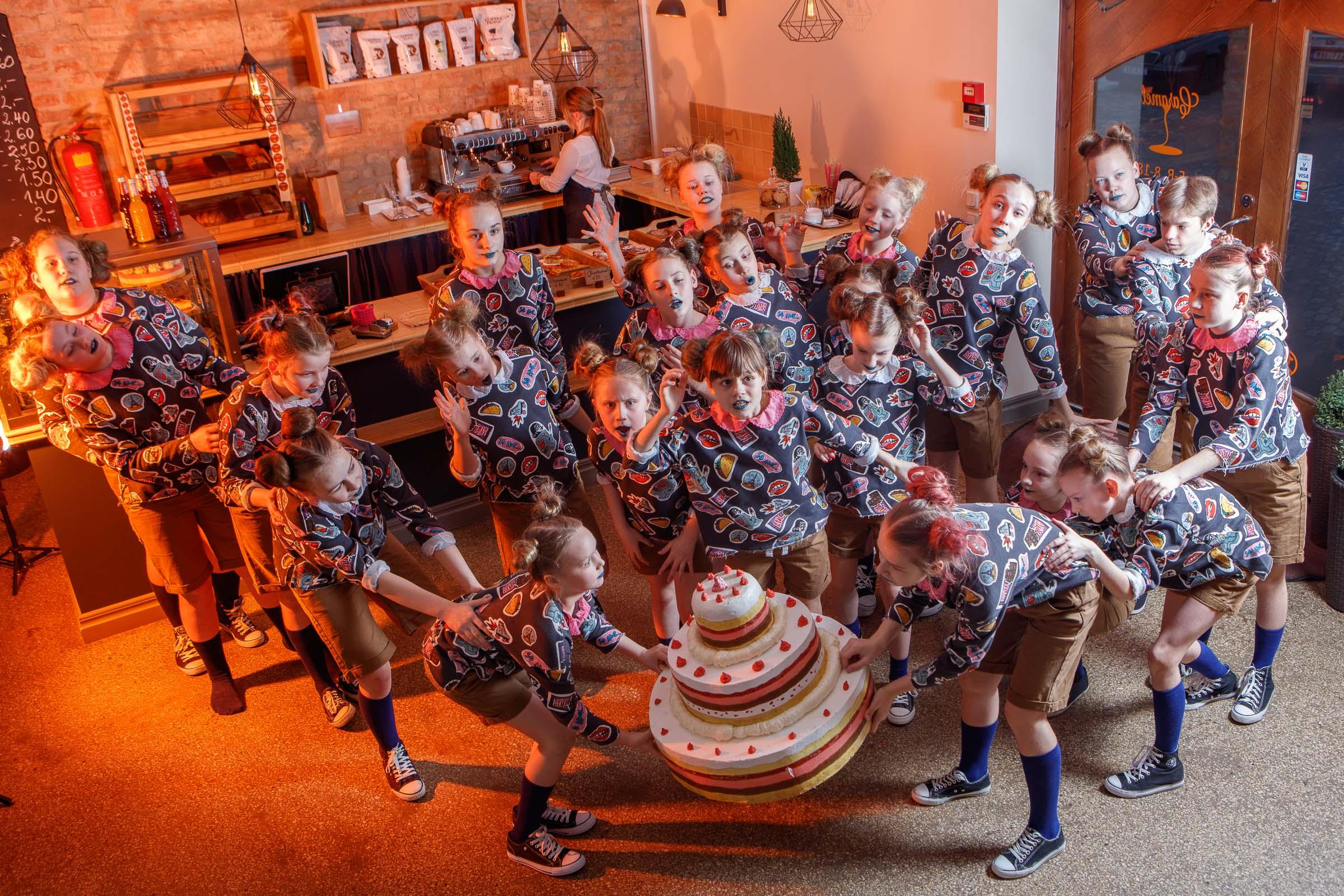 FACE-moe-ja-tantsukooli-tants-_Tort_-kohvikus-Caramel10
