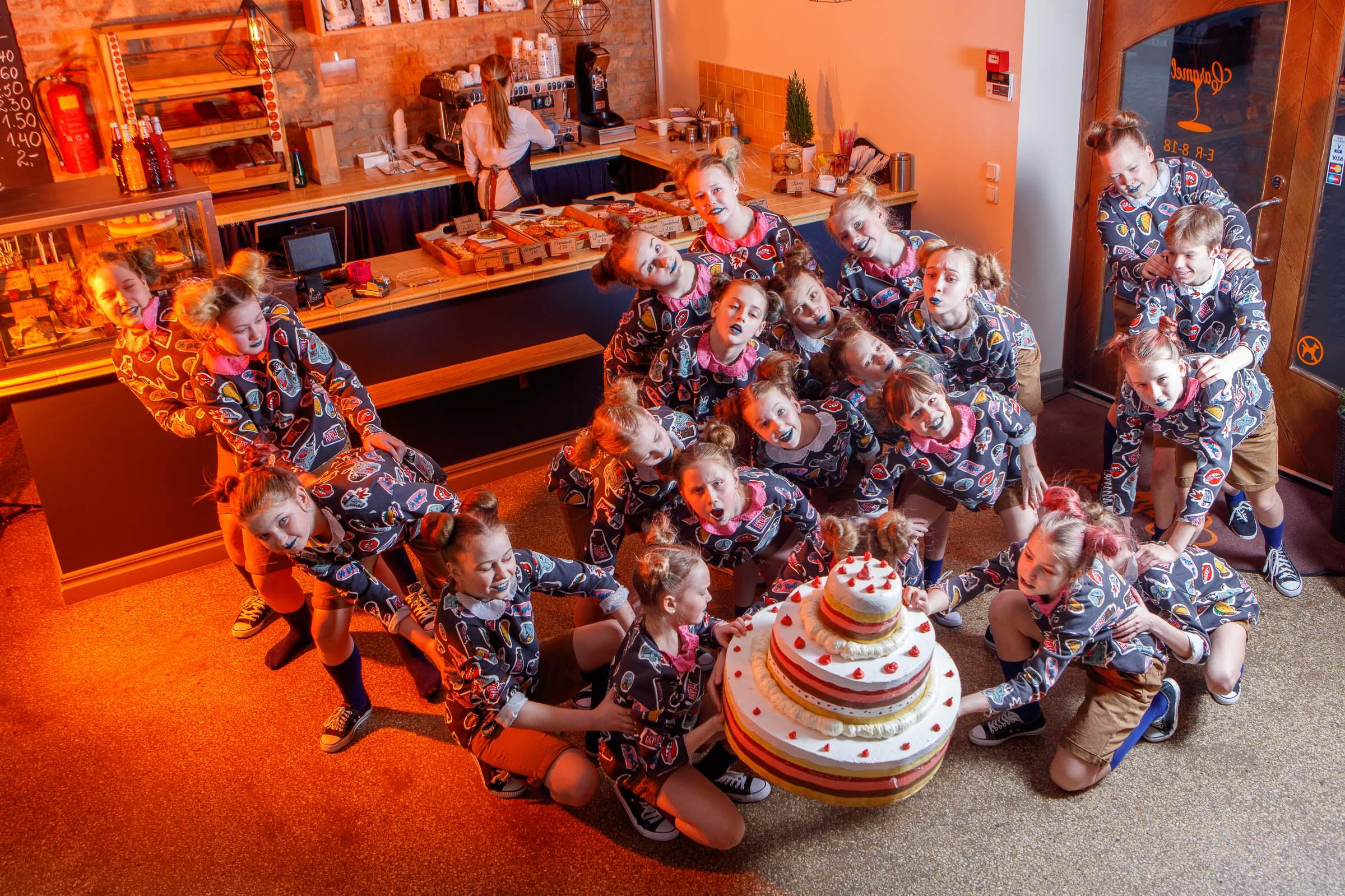 FACE-moe-ja-tantsukooli-tants-_Tort_-kohvikus-Caramel11