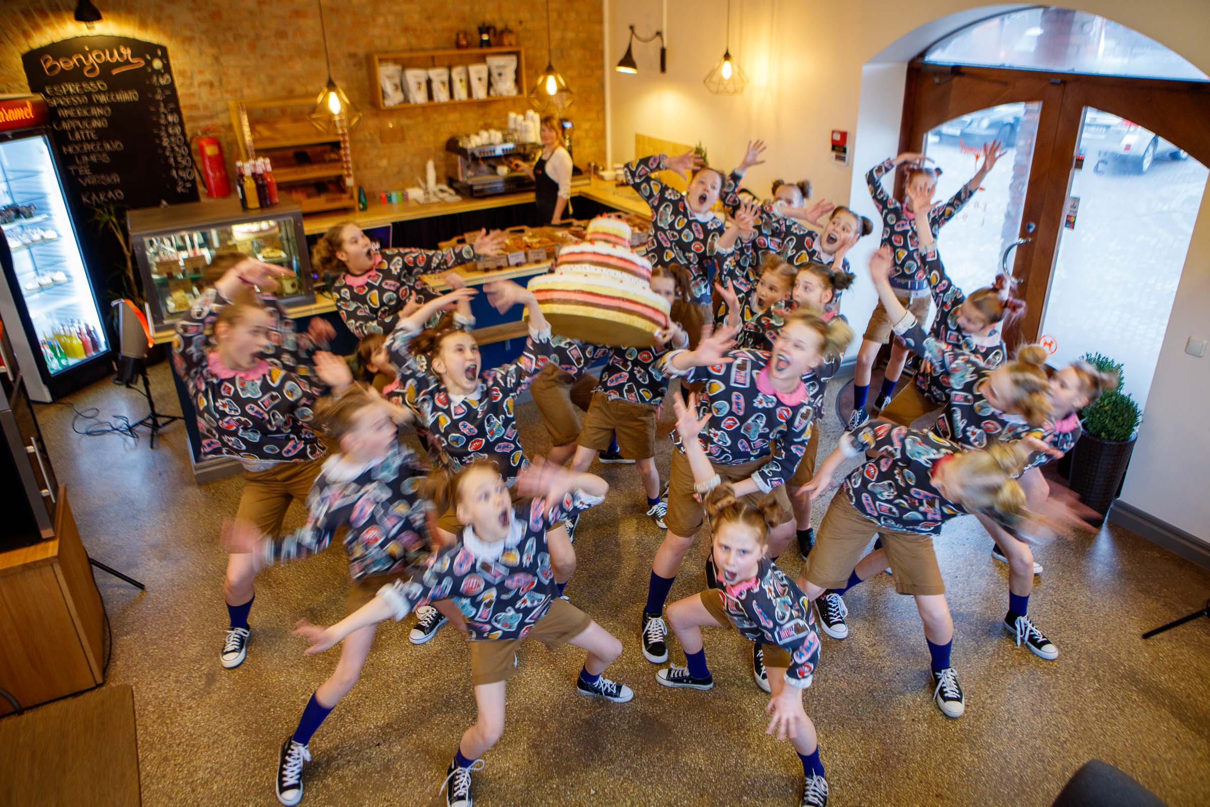 FACE-moe-ja-tantsukooli-tants-_Tort_-kohvikus-Caramel17